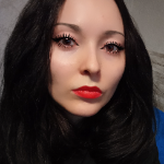 Blogger Alina Neagu - Social media, blogging tips and beauty.