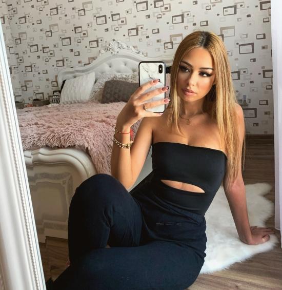Blogger Bianca Vintu - Călătorie, moda și frumusețe.